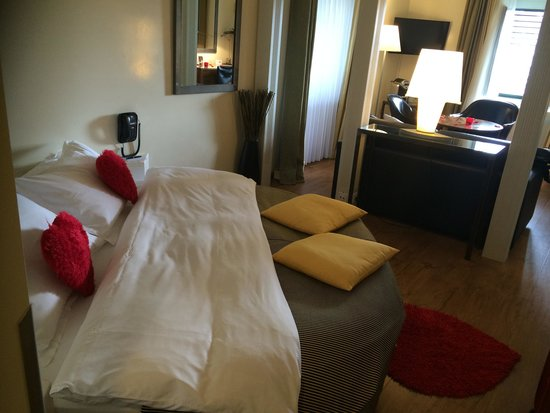 Central Plaza Hotel: Beautiful room