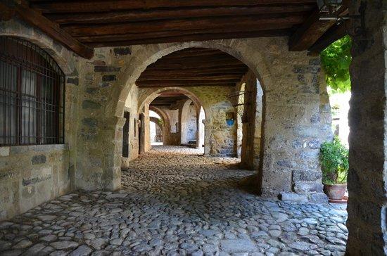 Museo dei Tasso e della Storia Postale: Porticato sotto il quale passava la Via Mercatorum