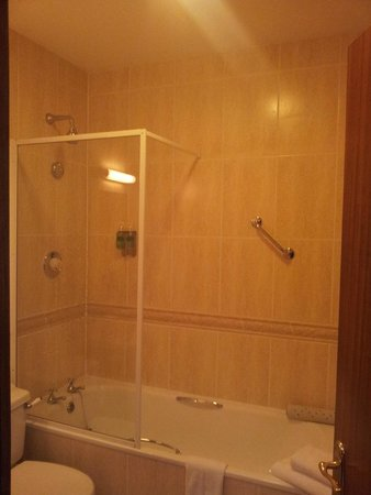 Sheldon Park Hotel: Bathroom