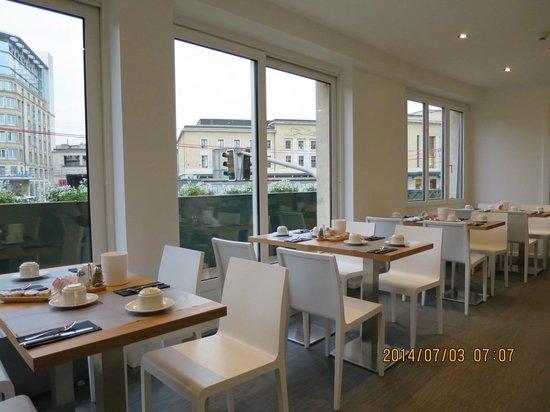 Suisse Hotel: 朝食room