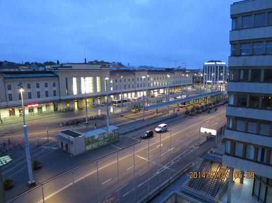 Suisse Hotel: 部屋から見た駅舎