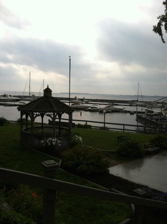 Marina Inn & Suites: View of Sacket Harbor from Hotel....in the rain again.