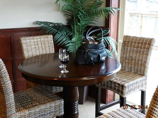 Shearwater Inn : Having a free glass of wine during social hour in the lounge/ lobby area!