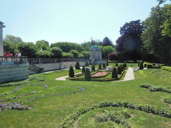 The Elms : A magnificent sunken garden can be found at the rear of the property