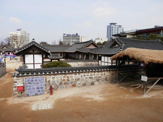 Namsangol Hanok Village: 韓屋村
