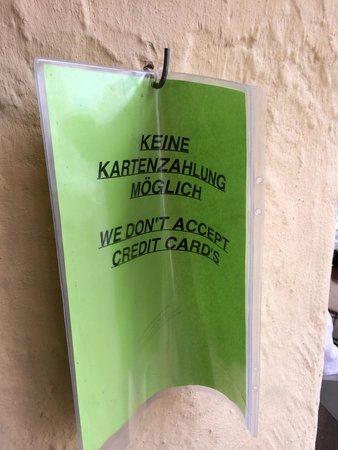 Gasthof Krone : Pas de carte bleue en 2014!!! Sur un panneau pas clairement visible.