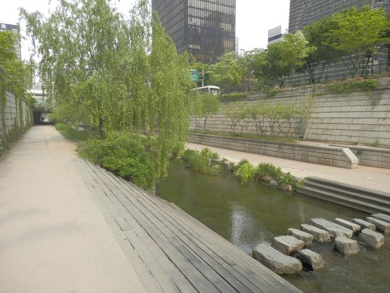Cheonggyecheon: 清渓川