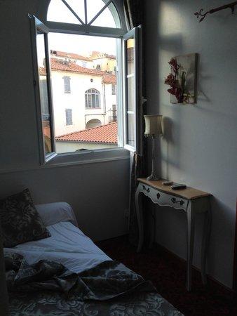 Hotel Le Magnolia : Une vue de la chambre single qui se trouve dans 1 petit donjon, charmant