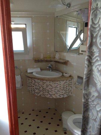 Hotel Le Magnolia : La très mignonne et fonctionnelle salle de bain de la chambre single