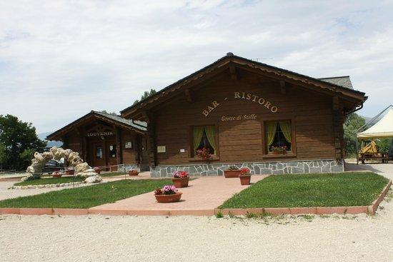 San Demetrio ne' Vestini, Italie : bar e biglietteria