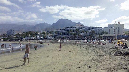 H10 Las Palmeras : playa cerca del hotel