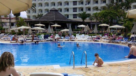 H10 Las Palmeras: piscina