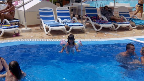 H10 Las Palmeras : piscina