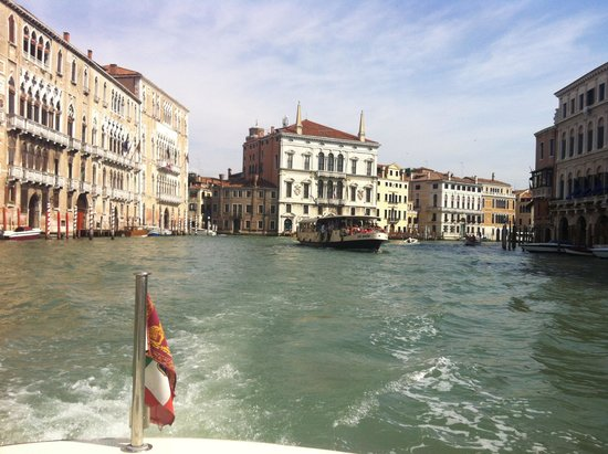 Hotel Monaco & Grand Canal: Great water taxi ride to Hotel from train station all arranged by Concierge of Hotel