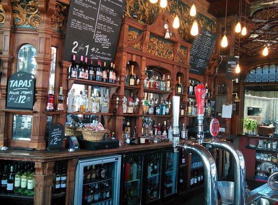 Black Lion Guesthouse: Bar