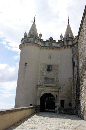 Château de Grignan : L'entrée du château