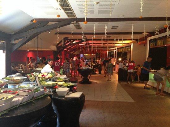 Club Med Bali : The main restaurant buffet