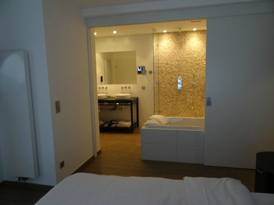 Cocoon Hotel Belair: Très grand espace pour les ablutions