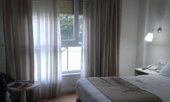 Hotel Jerez & Spa : Demasiado cerca de la pista de tenis