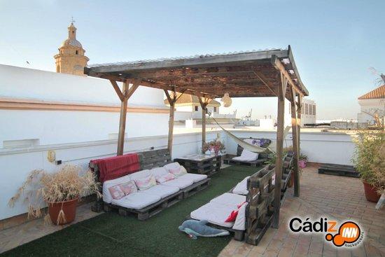 Cadiz Inn Backpackers: Terrace
