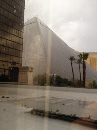 Luxor Hotel & Casino: View 2 from our room