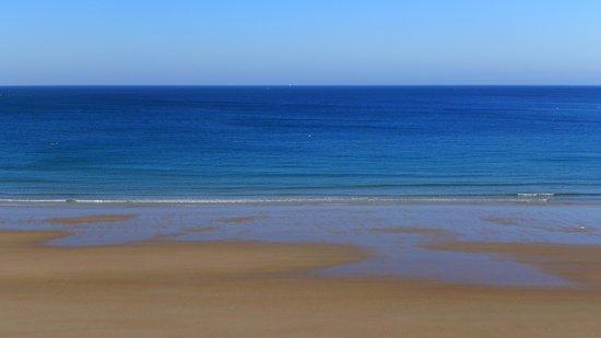 Golden Sands Hotel: Ausblick aufs Meer vom Zimmer