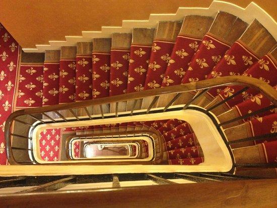 Hotel Saint Paul Rive Gauche: Staircase