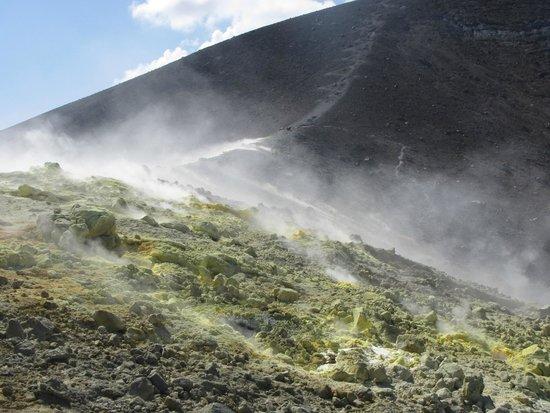 Scalata al Cratere : Le fumarole sulla cima