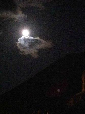 Scalata al Cratere : Luna piena dietro il vulcano