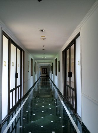 ITC Rajputana, Jaipur: Way to the rooms..