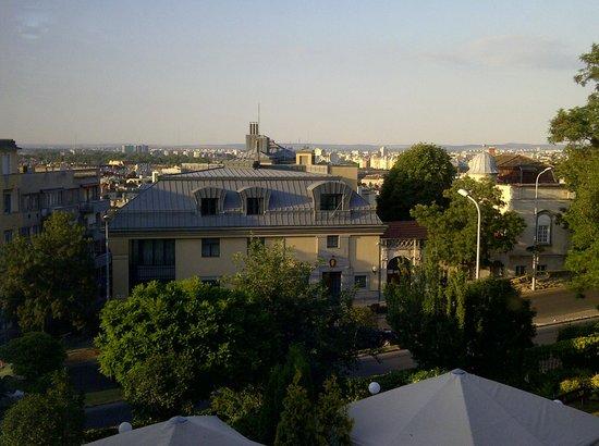 Hotel Castle Garden: Fenster Richtung Pest