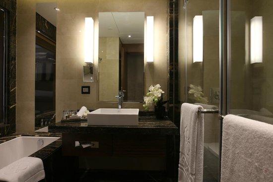 Lancaster Plaza Beirut: Bathroom