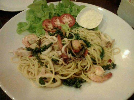 Pomodoro: The spaghetti seafood.