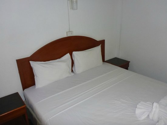 Bella Tropicana Hotel & Guesthouse: Bed