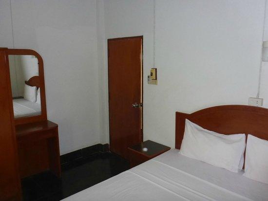 Bella Tropicana Hotel & Guesthouse: Bedroom 1