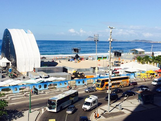 Windsor Plaza Copacabana Hotel: View over the Fan Park from the 4th floor pool deck.