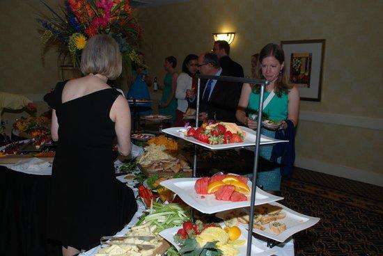 Detroit Marriott Livonia: Cocktail hour - appetizers