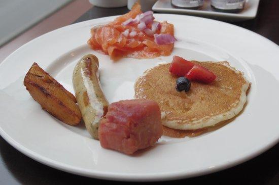 Mosaic Grille: 朝食バイキングとは思えないクオリティの高いパンケーキでした