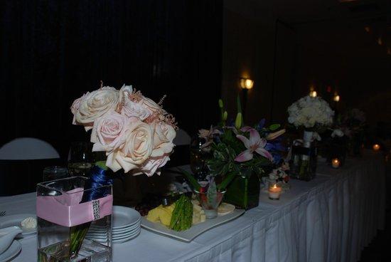 Detroit Marriott Livonia: Wedding - head table