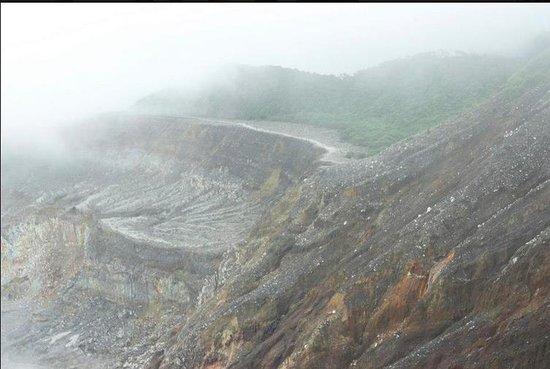 Poas Volcano : Inside the Caldera