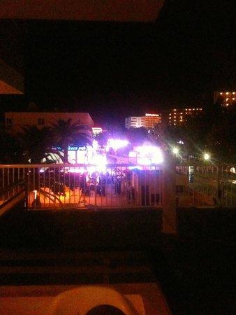 Apartamentos Sol y Vera: Nightime view