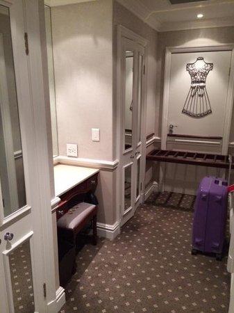 Cape Grace: гардеробная комната