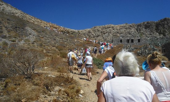 Cretan Daily Cruises : going up on the castle