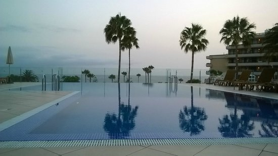 HOVIMA Costa Adeje: Sunset looking out from the upper infinity pool sunbathing area