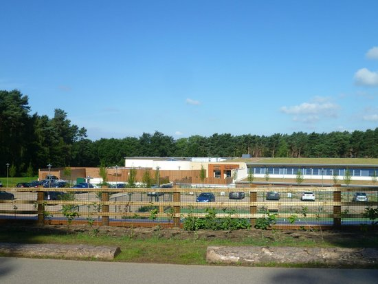 Center Parcs Woburn Forest: View of the rear of the hotel from the hill overlooking the car park you cannot park in