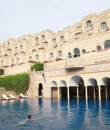 The Oberoi Amarvilas: Oberoi swimming pool