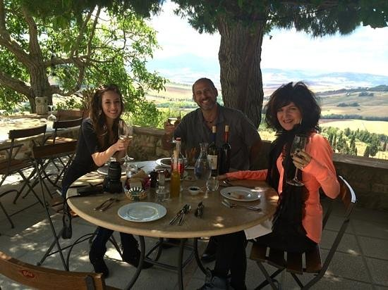 Italy Hotline Custom and Gourmet Tours: Dining in the Tuscan countryside