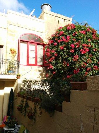 Mia Casa Bed and Breakfast Gozo : La nostra stanza dalla zona della colazione