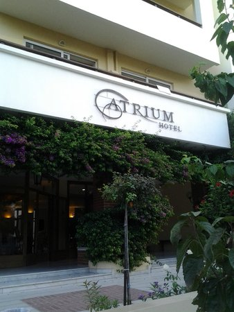 Atrium Ambiance Hotel: Main entrance to the hotel