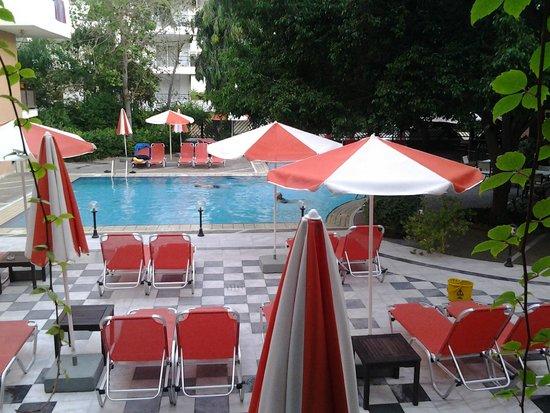 Atrium Ambiance Hotel : Inner pool area